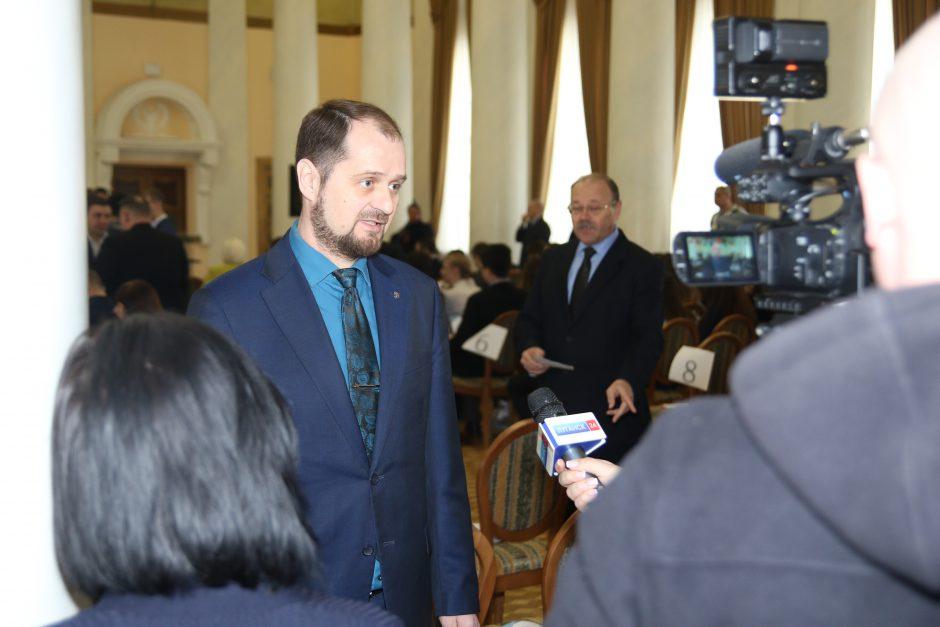 Владимир Крюков даёт интервью луганских СМИ