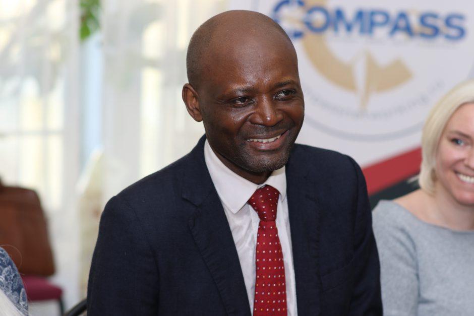 Общественный лидер республики Габон - господин Бруно